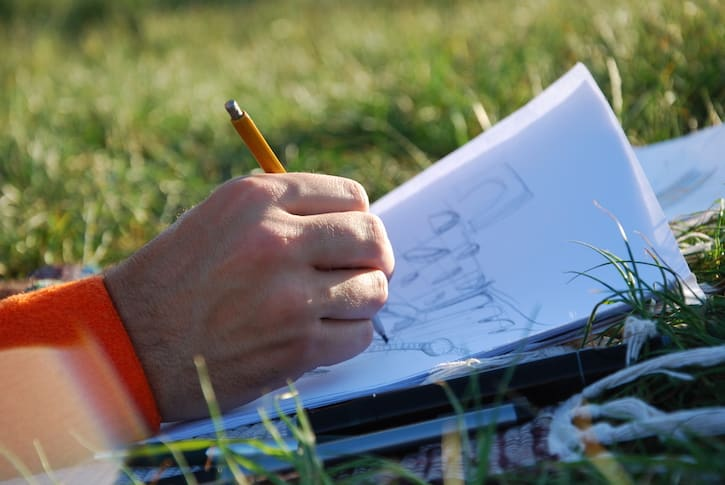 Artsy Date Night Ideas: Go sketching in the park!
